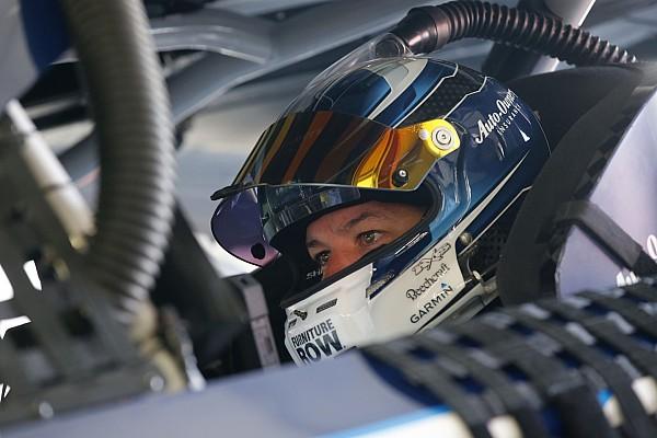 Truex arrebata a Larson el liderato en la segunda etapa en Michigan