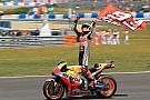 Márquez vê queda de Lorenzo, Dovi e Pedrosa e vence em Jerez