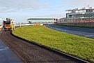 Silverstone pistinin asfaltı yenileniyor