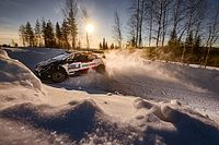 Los jóvenes derriban la puerta del WRC