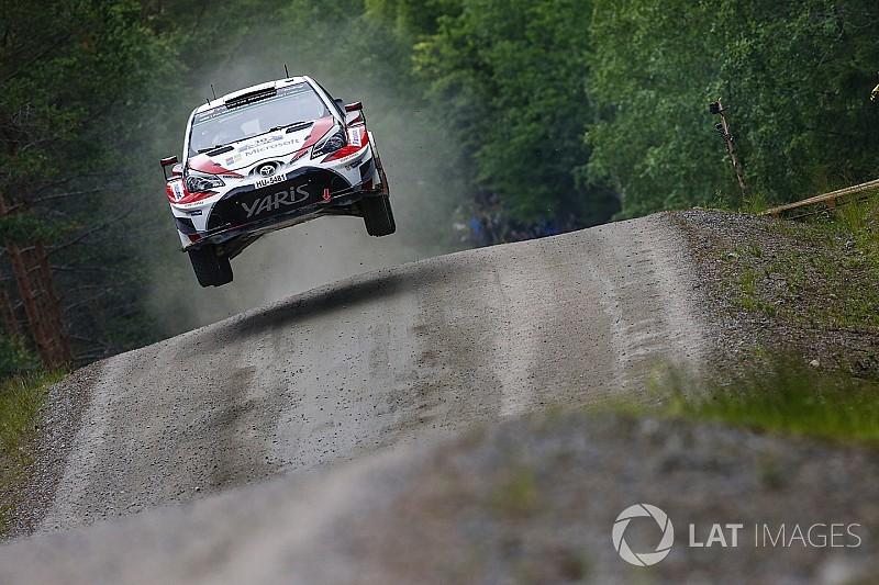Cuatro finlandeses lideran en Finlandia con Latvala al frente