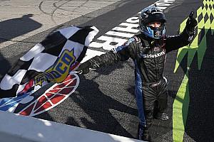 NASCAR Truck Relato da corrida Bell varre em Loudon e avança nos playoffs da Truck Series