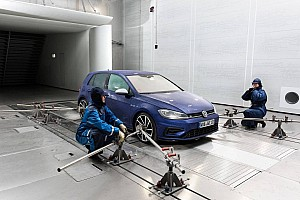 Autó BRÉKING Akár 250-nel is süvíthet a szél a VW új szélcsatornájában