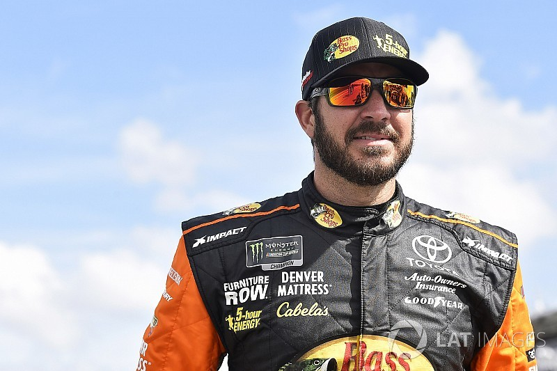 Martin Truex Jr. fastest in final Cup practice; Stenhouse wrecks