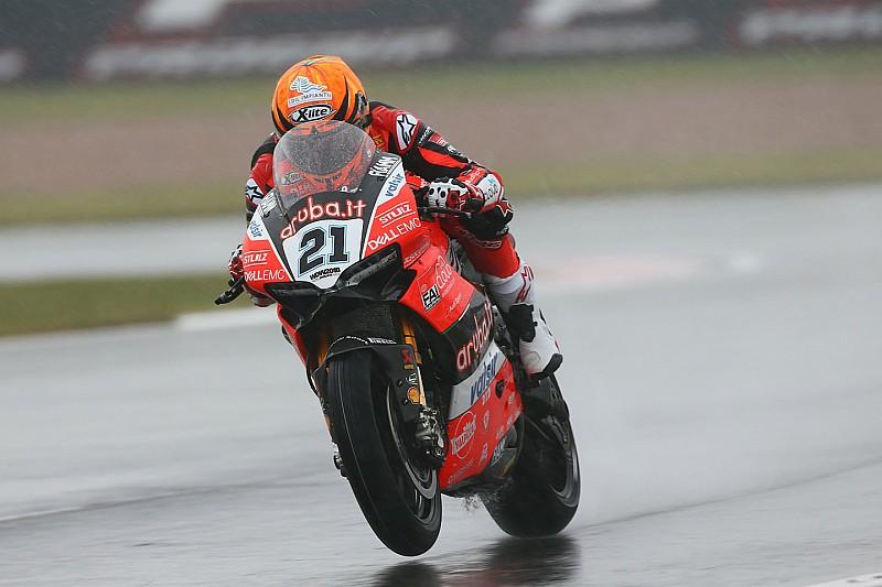 Brno, Libere 1: con la pioggia a rimescolare le carte, Rinaldi segna il miglior tempo