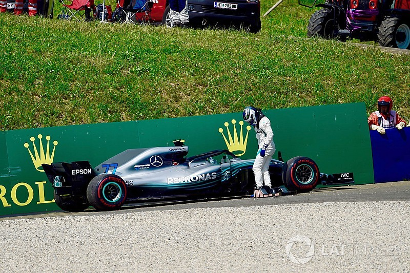"""Mercedes checks for """"unknown gremlins"""" after double failure"""