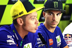 MotoGP Breaking news Contek set-up Rossi bantu Vinales naik podium