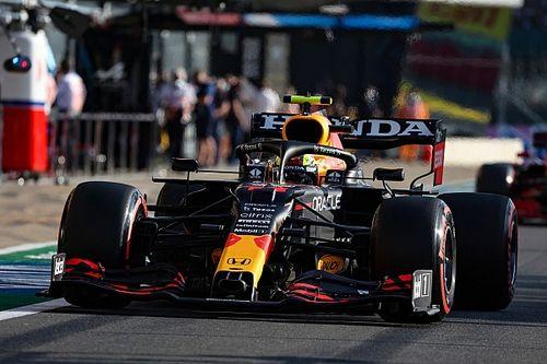 Sergio Pérez sale desde el pitlane en el GP de Gran Bretaña de F1