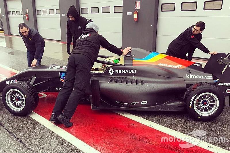 Mexicano Javier González participa en shakedown de equipo de Alonso en la Fórmula Renault