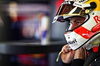 "Verstappen ""focused on myself"" amid Mercedes F1 2022 links"