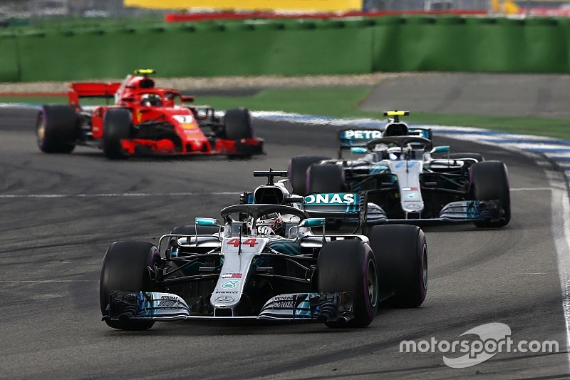 Mercedes explicó por qué ordenó a Bottas que no ataque a Hamilton