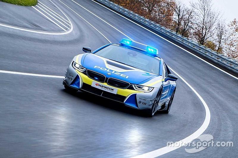 Електрокар BMW i8 перетворили на поліцейську машину