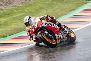 MotoGP Отчет о квалификации Маркес выиграл дождевую квалификацию в Германии