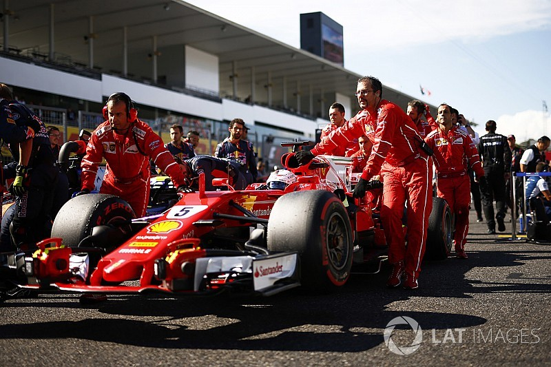 """Vettel noemt reprimande voor missen volkslied """"om te lachen"""""""