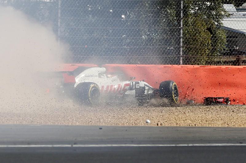 Grosjean kihagyja az FP2-t: videón a becsapódás