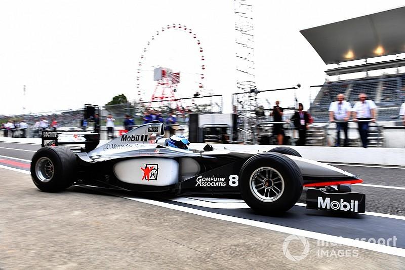 Hakkinen conduce en Suzuka el McLaren con el que fue campeón hace 20 años