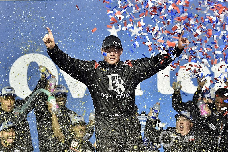 Moffitt earns much-needed win in last-lap pass at Chicagoland
