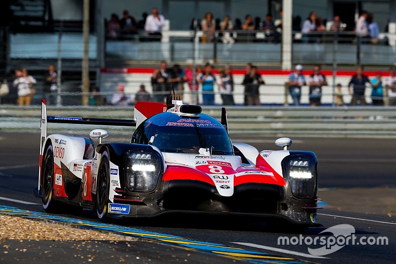 Le Mans 24h: Toyotas a lap clear after four hours