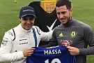 """Vídeo: Massa e astro do Chelsea fazem duelo """"na pressão"""""""