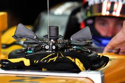 Sergey Sirotkin, Renault Sport F1 Team RS17 steering wheel