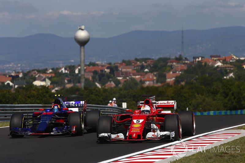Sebastian Vettel, Ferrari SF70H, Carlos Sainz Jr., Scuderia Toro Rosso STR12