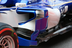 Sauber C36: bargeboards