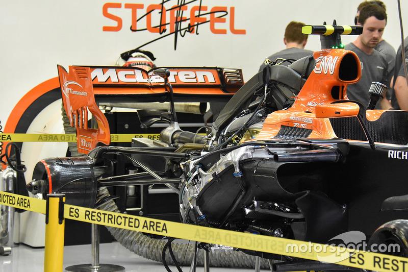 Детали задней части McLaren MCL32