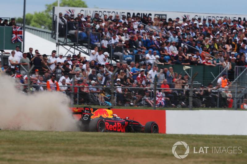 Даніель Ріккардо, Red Bull Racing RB13, за межами траси