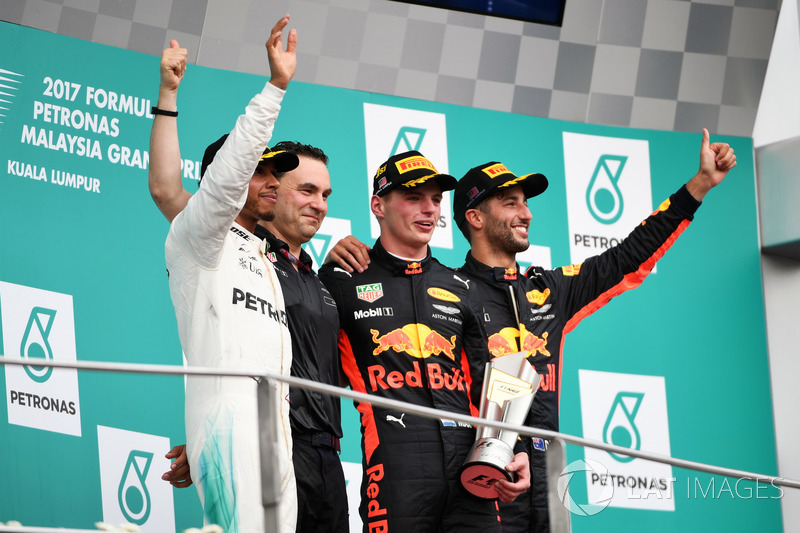 Lewis Hamilton, Mercedes AMG F1, Dan Fallows, Red Bull Racing Head of Aerodynamics, race winner Max Verstappen, Red Bull Racing and Daniel Ricciardo, Red Bull Racing celebrate on the podium, the trophy