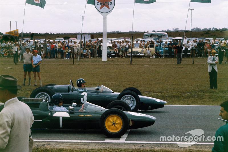 Graham Hill, BRM P57 et Jim Clark, Lotus 25 Climax