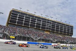 Denny Hamlin, Joe Gibbs Racing, Toyota; Martin Truex Jr., Furniture Row Racing, Toyota
