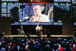 Ross Brawn, Managing Director del Motorsport, FOM,  sul palco nella F1 Fanzone