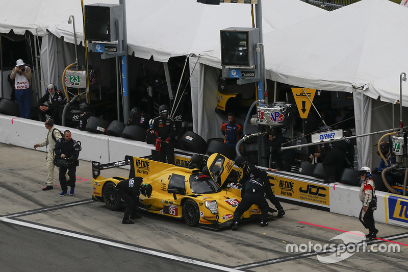 #85 JDC/Miller Motorsports ORECA 07: Mikhail Goikhberg, Chris Miller, Stephen Simpson, Mathias Beche, pit actie