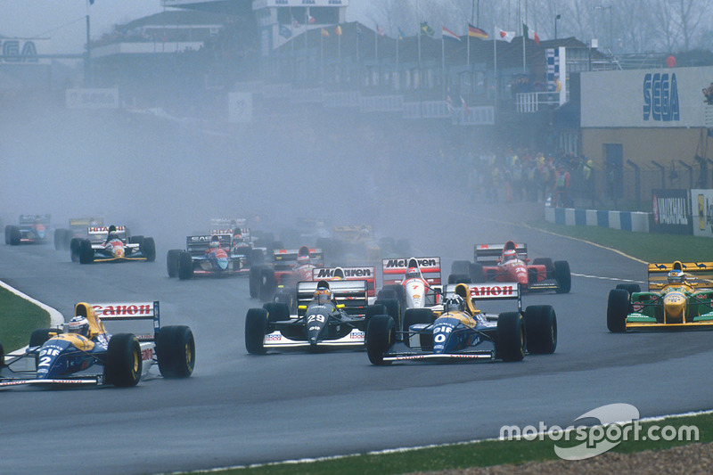 Alain Prost devant Damon Hill, Williams FW15C, Karl Wendlinger, Sauber C12, Ayrton Senna, McLaren MP4/8, Michael Schumacher, Benetton B193B, Michael Andretti, McLaren MP4/8