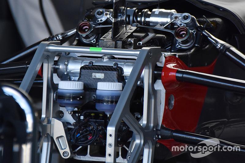 Haas VF17 перегородка та передня підвіска