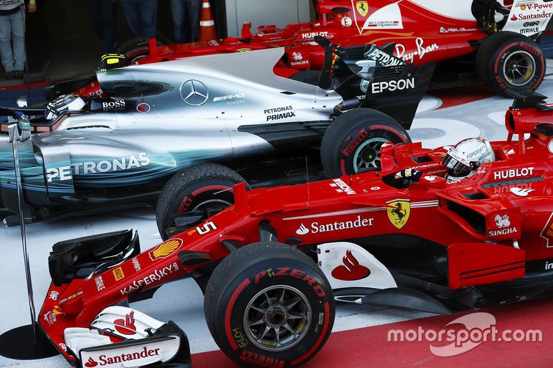 Race winner Valtteri Bottas, Mercedes AMG F1 and second place Sebastian Vettel, Ferrari