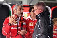 Керівник команди Ferrari Мауріціо Аррівабене, спортивний директор Ф1 Росс Браун