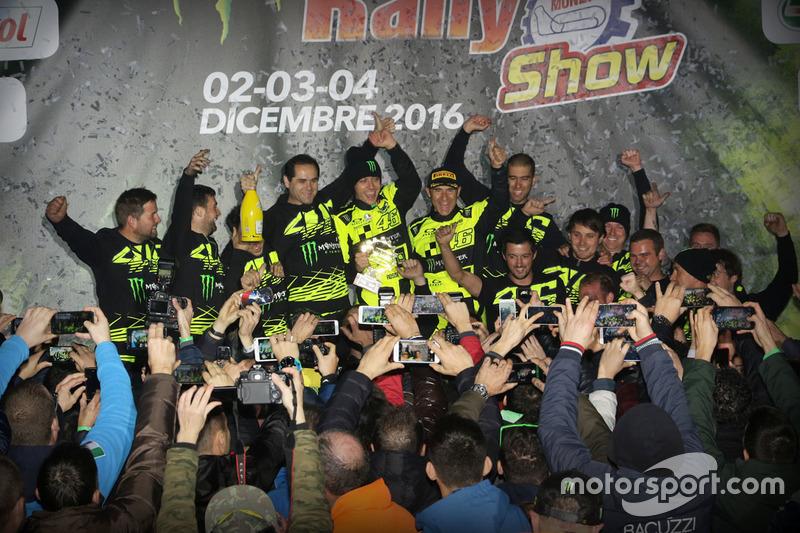 Podio: ganador Valentino Rossi, Carlo Cassina