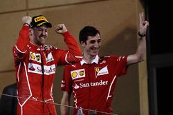 Подіум: переможець гонки Себастьян Феттель, Ferrari, Маттео Тогніналлі, головний гоночний інженер Ferrari