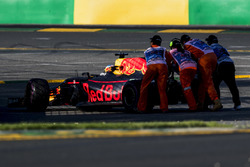 Daniel Ricciardo, Red Bull Racing, se retira de la carrera