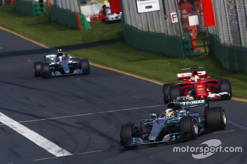 Lewis Hamilton, Mercedes AMG F1, W08; Sebastian Vettel, Ferrari, SF70H; Valtteri Bottas, Mercedes AMG F1, W08