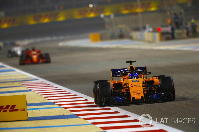 Fernando Alonso, McLaren MCL33 Renault, leads Sebastian Vettel, Ferrari SF71H