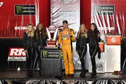 Race winner Kyle Busch, Joe Gibbs Racing