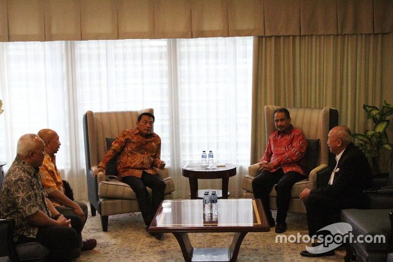 Kepala Staf Kepresidenan (KSP), Moeldoko; Menteri Pariwisata, Arief Yahya; Direktur Sentul, Tinton Soeprapto