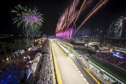 Una espectacular exhibición de fuegos artificiales al final de la carrera