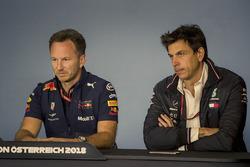 Керівник Red Bull Racing Крістіан Хорнер, керівник Mercedes AMG F1 Тото Вольфф