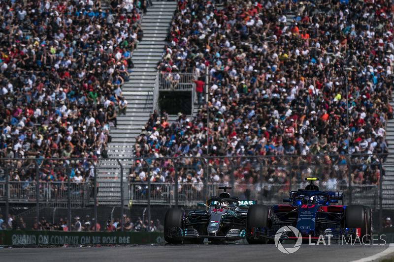Lewis Hamilton, Mercedes AMG F1 W09, passes Pierre Gasly, Toro Rosso STR13