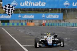 Race winner Enaam Ahmed, Hitech Bullfrog GP Dallara F317 - Mercedes-Benz