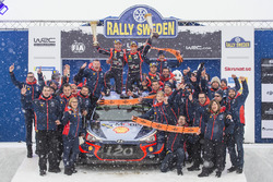 Переможці Тьєррі Ньовілль та Ніколя Жільсуль, Hyundai i20 WRC, Hyundai Motorsport