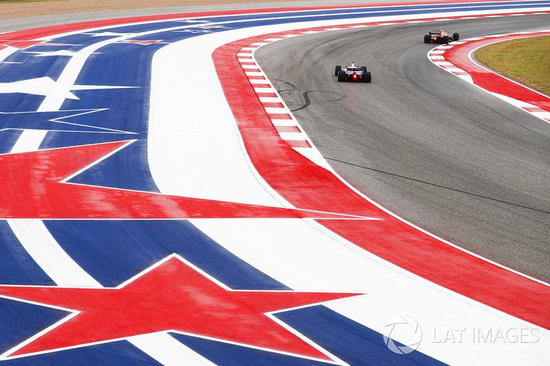 Stoffel Vandoorne, McLaren MCL32, Brendon Hartley, Scuderia Toro Rosso STR12